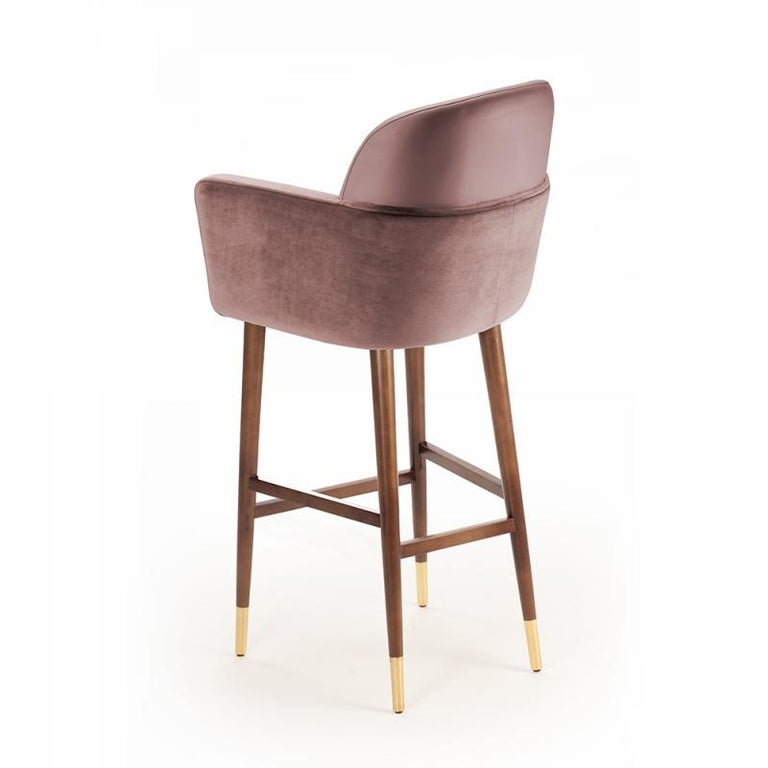 Round, smooth lines, with a combination of leather and fabric create the delicate balance of Doble chair that stand on copper fittings. A spirit of class and tranquility emanates from this comfortable chair. Materials were chosen carefully for an