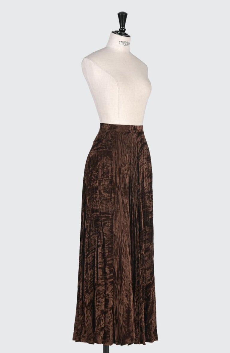 Documented Yves Saint Laurent YSL Brown Pleated Crushed Velvet Skirt, late 1970s In Excellent Condition For Sale In Munich, DE