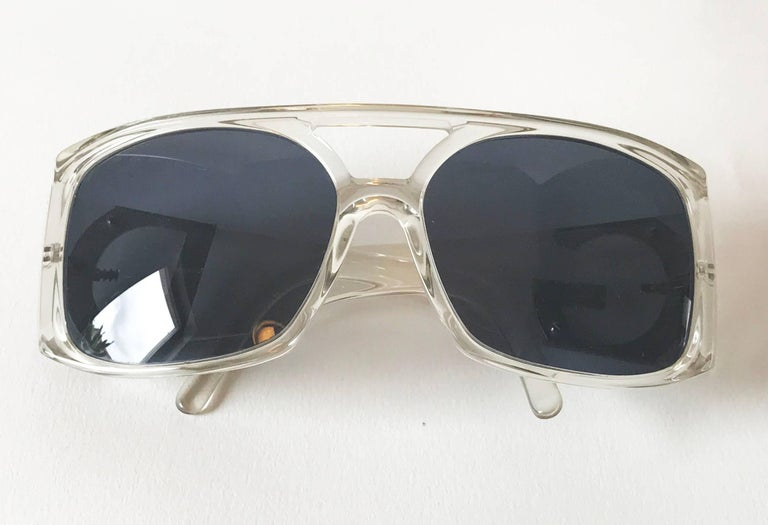 Women's or Men's Dolce & Gabbana sunglasses. For Sale
