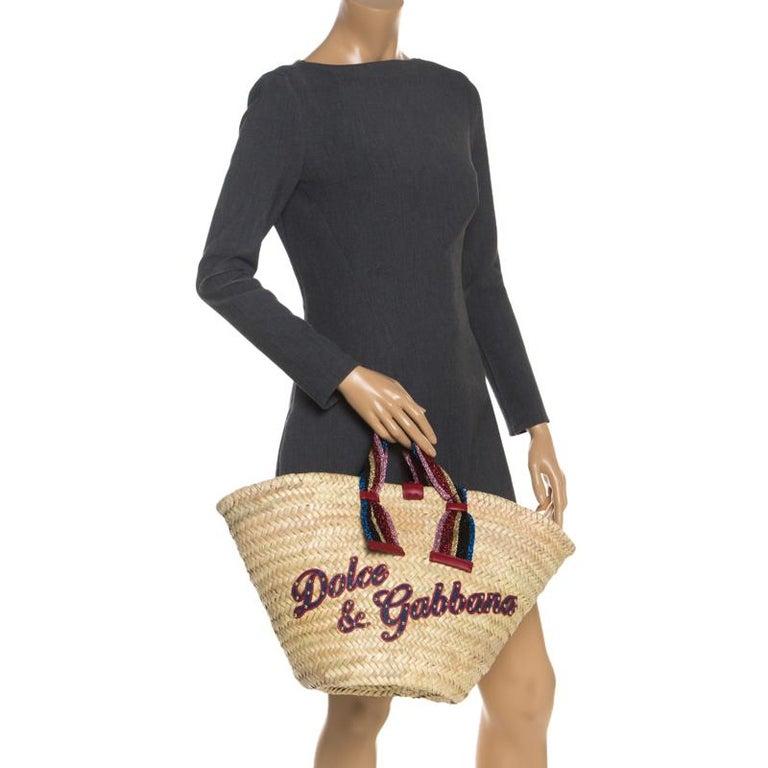 Dolce and Gabbana Beige Woven Raffia Kendra Bucket Bag In New Condition For Sale In Dubai, Al Qouz 2