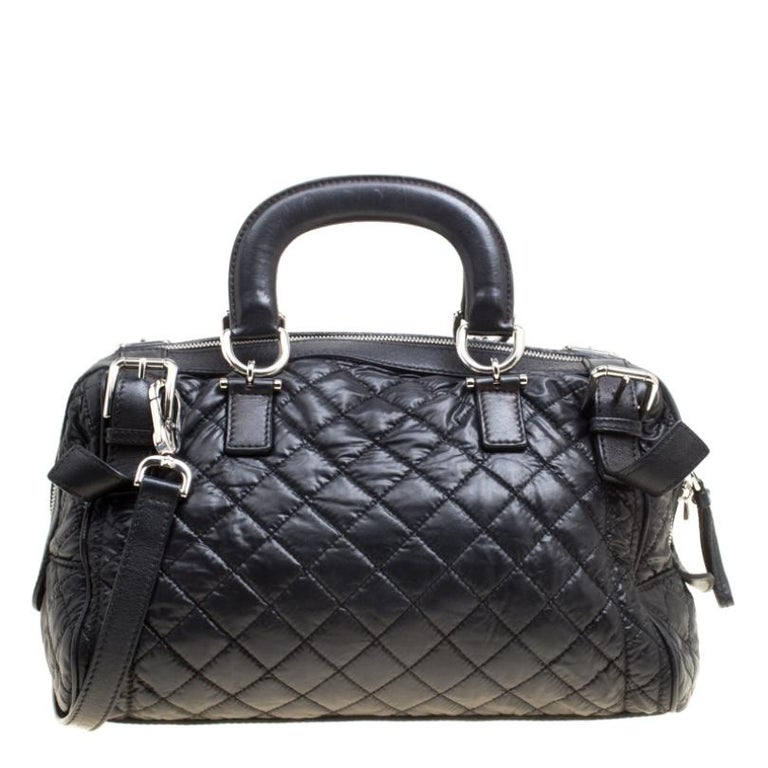 This Miss Easy Way Boston bag from Dolce and Gabbana is stylish and classy. Made from nylon, it features leather trims, dual flat leather handles, a front zip pocket and a detachable shoulder strap. The zip closure opens to a fabric-lined interior