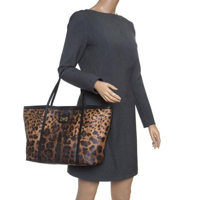 Dolce and Gabbana Brown/Black Leopard Print Coated Canvas Tote In Good Condition For Sale In Dubai, Al Qouz 2