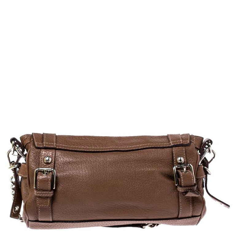 This chic Easy Way satchel by Dolce & Gabbana is a fine example of the brand's craftsmanship. Crafted from brown leather in Italy, it is decorated with the brand plaque and gorgeous buckle detailing on the exterior. The bag is equipped with a single