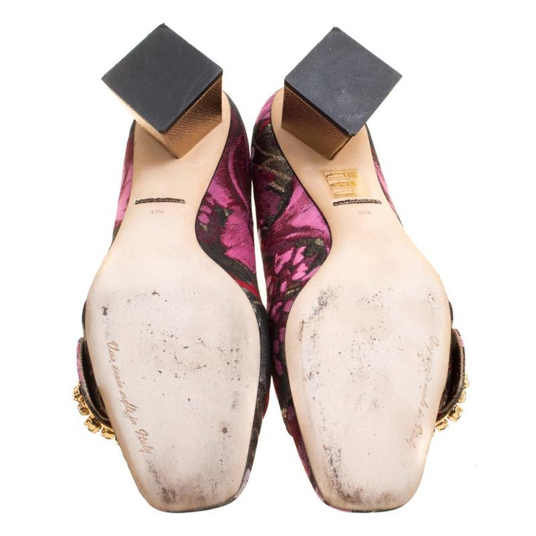 Dolce and Gabbana Floral Jacquard Fabric Block Heel Pumps Size 37.5 In Good Condition For Sale In Dubai, AE