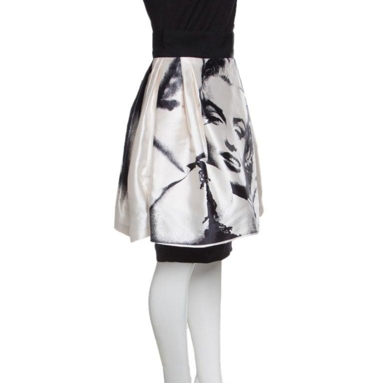 Dolce and Gabbana Monochrome Marilyn Monroe Face Print Silk Pleated Skirt S In Good Condition For Sale In Dubai, Al Qouz 2