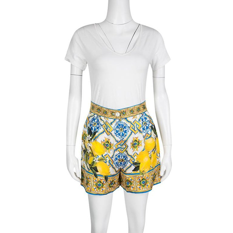 This one is a sumptuous piece from the house of Dolce and Gabbana. Fabulously crafted in Italy, these gorgeous shorts have been cut from lustrous silk and adorned with a multicolored lemon print. Channel the brand's stylish Sicilian vibe by styling