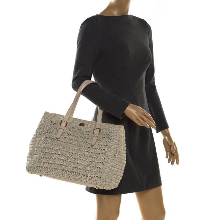 Dolce and Gabbana Off White Raffia Crochet Alma Tote In Good Condition For Sale In Dubai, Al Qouz 2