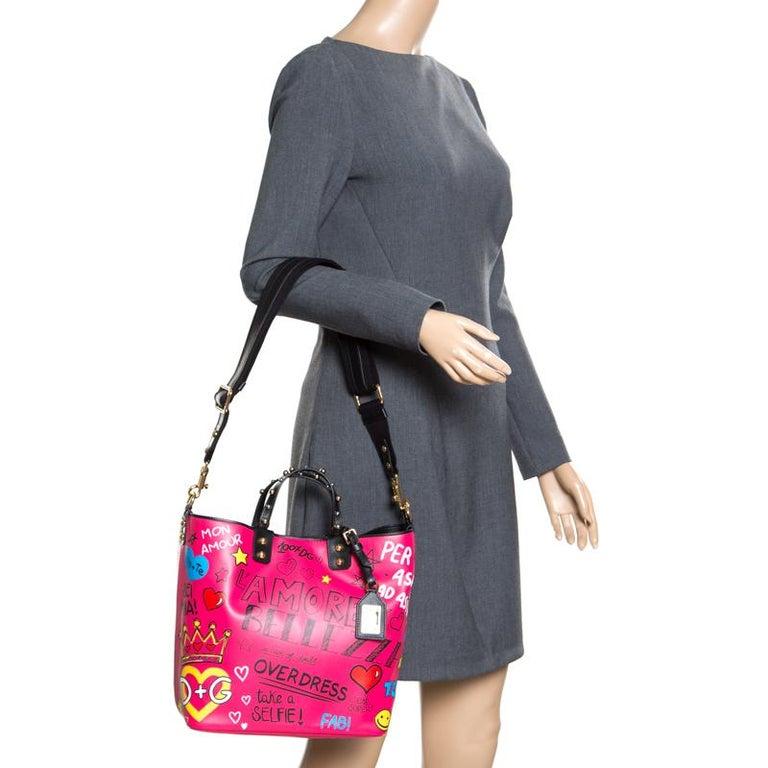Dolce and Gabbana Pink Leather Beatrice Graffiti Shopper In New Condition In Dubai, Al Qouz 2