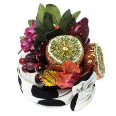 Dolce und Gabbana Polka punktiert Stretch Seide verziert 3D Frucht Detail Turban L