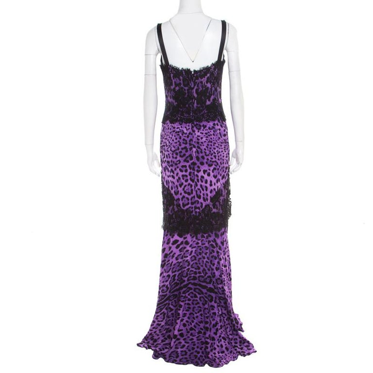 Flaunt the latest fashion with this polished piece from the house of Dolce and Gabbana. Wear this purple dress with suitable accessories for a stylish yet elegant look. Flawlessly tailored from blended fabric, this impressive outfit makes a