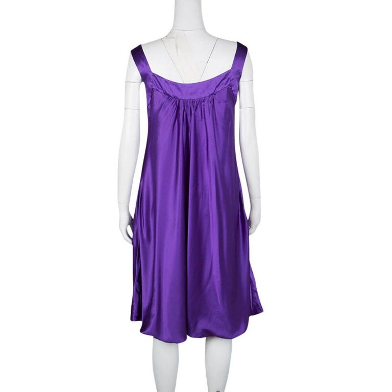 Shine up bright in a party by wearing this silky smooth one piece from Dolce and Gabbana. Its sleeveless style is offered by the broad straps over the shoulder forming a square neckline. This satin dress' hem is artistically made into balloon stitch