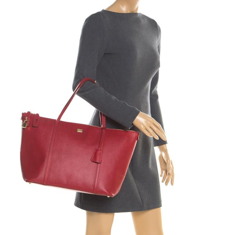 Dolce and Gabbana Red Leather Miss Escape Tote In Good Condition For Sale In Dubai, Al Qouz 2