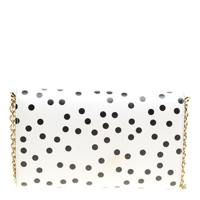 Every feature on this Dolce&Gabbana chain clutch is delighting which makes the creation worthy of being owned. It has been crafted from leather and styled with polka dots all over and a padlock with a flower detailed on the flap. The bag has a