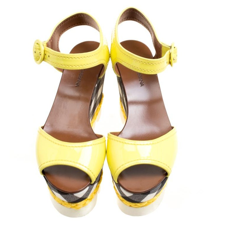 Dolce and Gabbana Yellow Patent Leather Bubble Sole Sandals Size 38.5 In New Condition For Sale In Dubai, Al Qouz 2