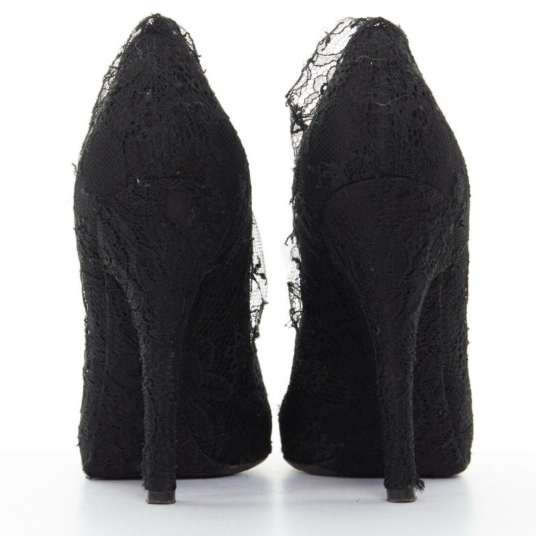 Women's DOLCE GABBANA all-over black lace covered concealed platform pumps EU39 For Sale