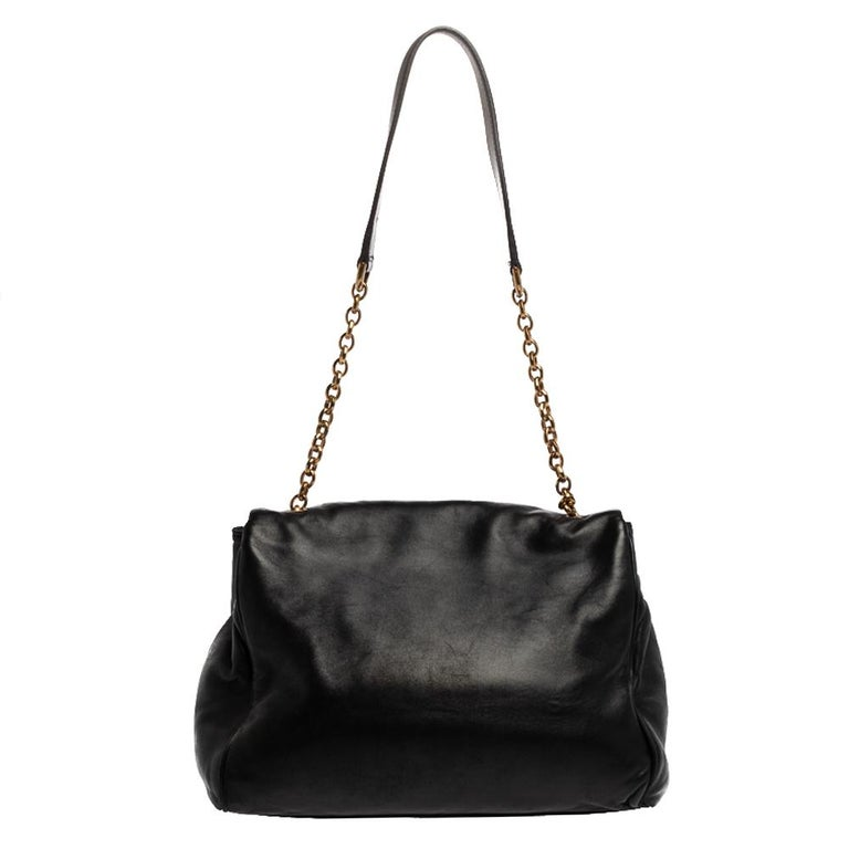 This lovely shoulder bag by Dolce & Gabbana is perfect for a host of occasions. Whether it is to run errands around town or have a fun outing with friends, this black-hued creation will get the job done. Crafted from leather, it has a front flap