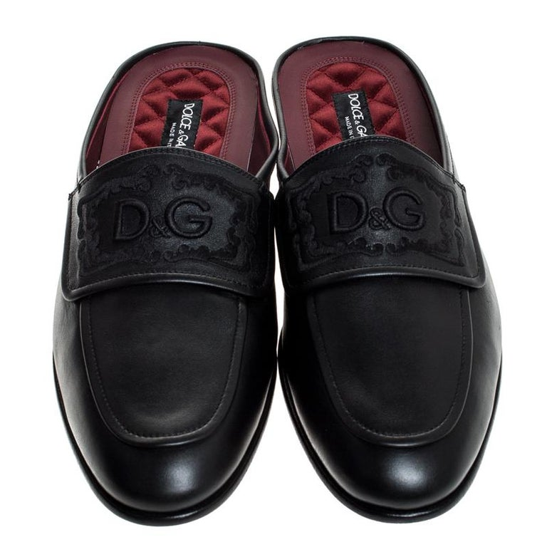 Mule loafers have become the season's most coveted trend and we can see why- it's super comfortable and classy that can work all day without any hassle, just like these Dolce & Gabbana's pair. They are crafted from the black leather body and