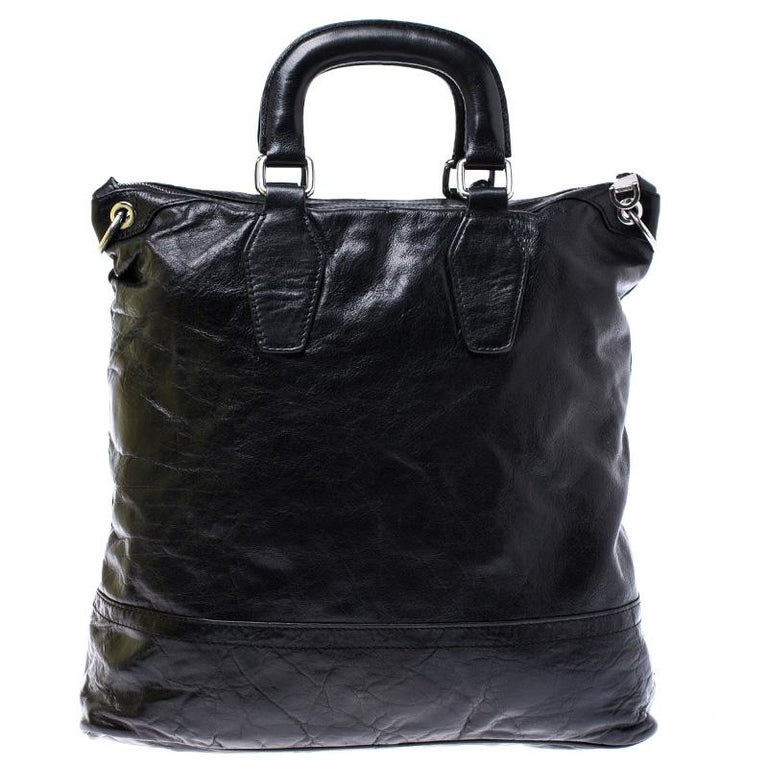 Crafted with durable leather, this tote makes an ideal companion for all your needs. With an expertly lined fabric interior, this bag can accommodate all your essentials. Add a signature touch to your collection of accessories with this Dolce &