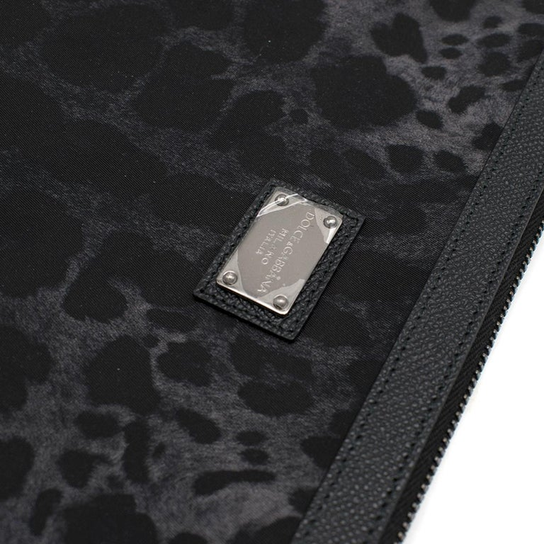 Women's Dolce & Gabbana Black Leopard Print Pouch One size For Sale