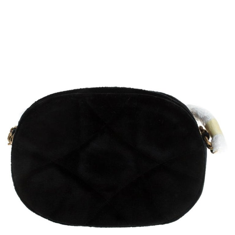 Step out in style by adorning this crossbody bag from Dolce & Gabbana. It has been crafted from matelasse velvet and flaunts the Devotion heart motif in gold-tone on the front. The bag features a zipped compartment and is complete with an adjustable