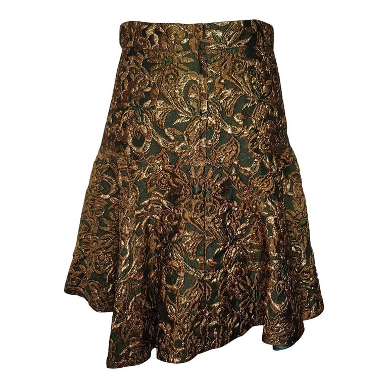 Stunning Dolce & Gabbana skirt Acetate (54%), nylon, silk (14%) and polyester Brocade effect Green base Golden leaves and embroideries Total length cm 53 (20.8 inches) Worldwide express shipping included in the price !