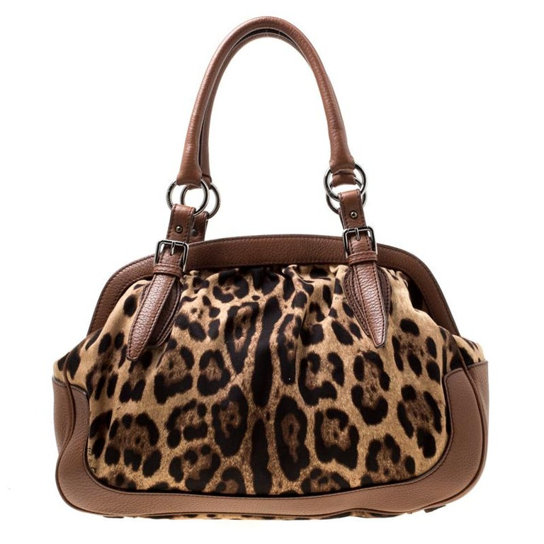 Do you know what would be the perfect bag to swing for your daily errands or sprees? This one here from Dolce & Gabbana. It is perfect! Crafted from leopard-printed fabric as well as leather, the bag has a lovely shape, two leather handles and a