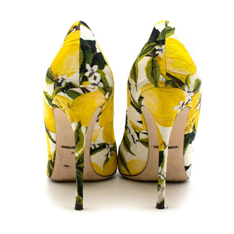 Dolce & Gabbana Crystal Embellished Lemon Pumps 39 In Excellent Condition For Sale In London, GB