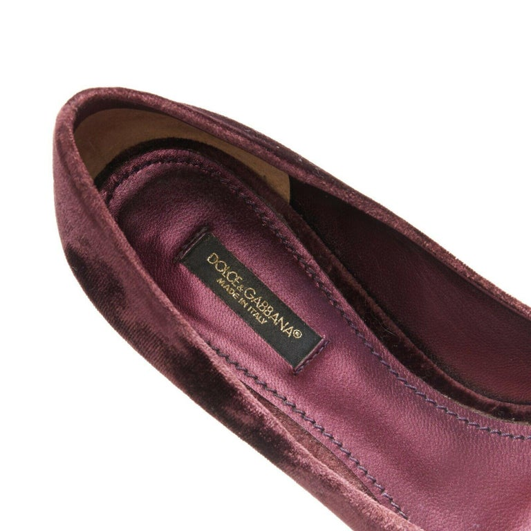 DOLCE & GABBANA embellished purple velvet crystal toe kitten heel pumps EU36.5 For Sale 4