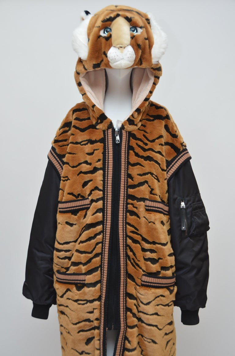 DOLCE & GABBANA  Faux Fur Tiger Hooded Long Jacket  Coat NEW 42 In New Condition For Sale In New York, NY