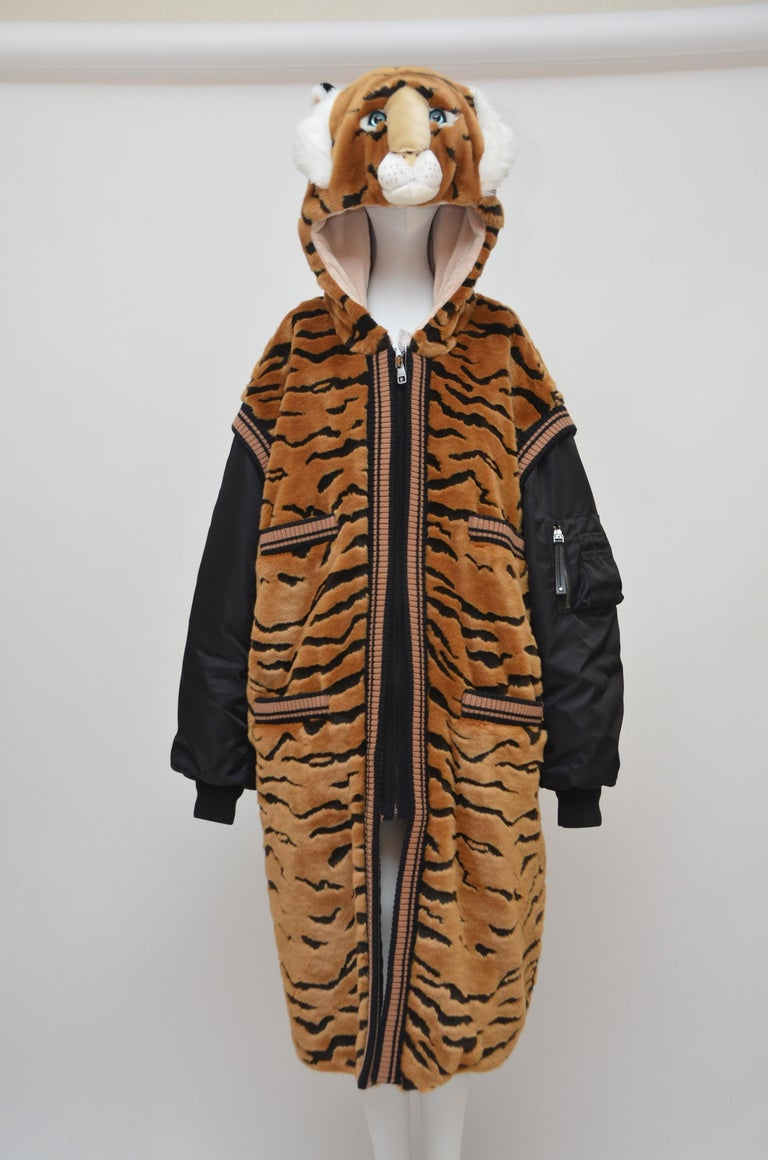 Women's or Men's DOLCE & GABBANA  Faux Fur Tiger Hooded Long Jacket  Coat NEW 42 For Sale