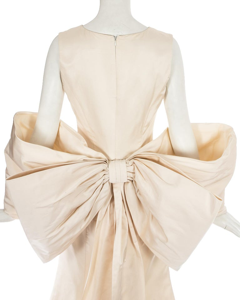 White Dolce & Gabbana ivory silk fishtail wedding dress with large bow, c. 1990s For Sale