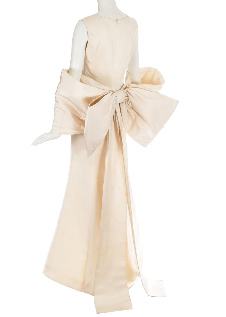 Dolce & Gabbana ivory silk fishtail wedding dress with large bow, c. 1990s In Good Condition For Sale In London, GB