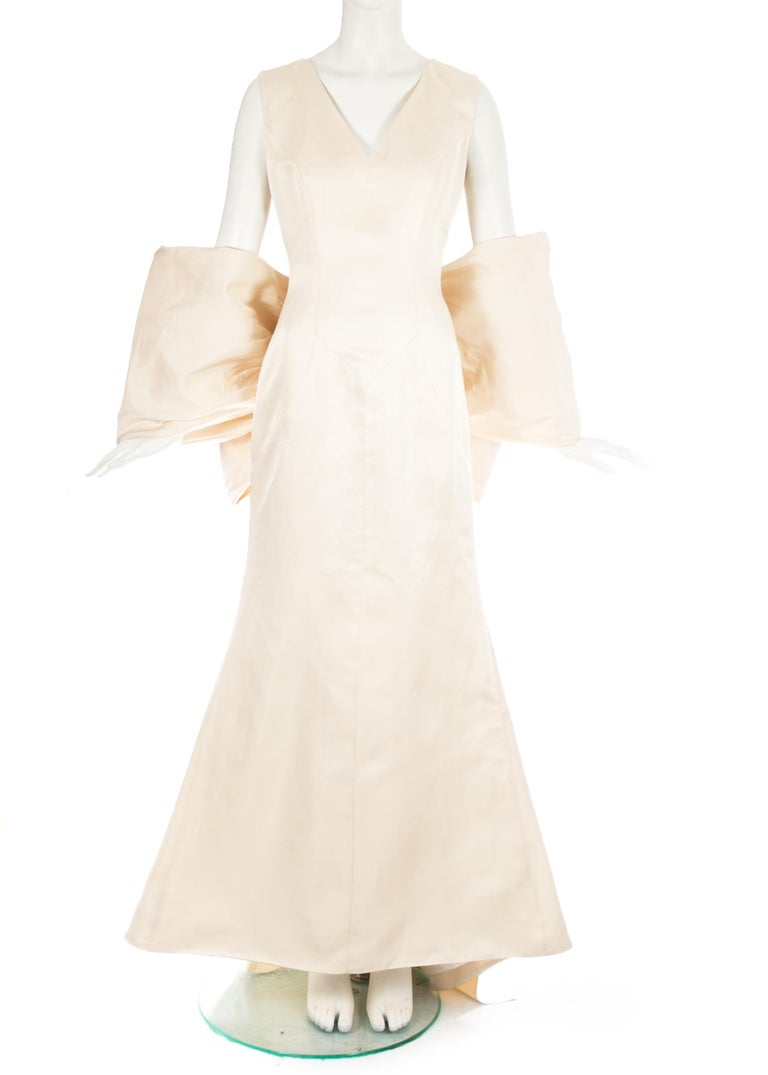 Dolce & Gabbana ivory silk fishtail wedding dress with large bow, c. 1990s For Sale 1