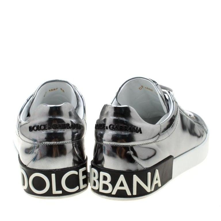 Dolce & Gabbana Metallic Silver Mirror Leather Platform Sneakers Size 42.5 In Good Condition In Dubai, Al Qouz 2