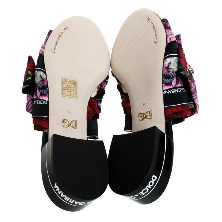 Dolce & Gabbana Multicolor Floral Printed Crystal Bow Open Toe Mules Size 39 In New Condition For Sale In Dubai, Al Qouz 2