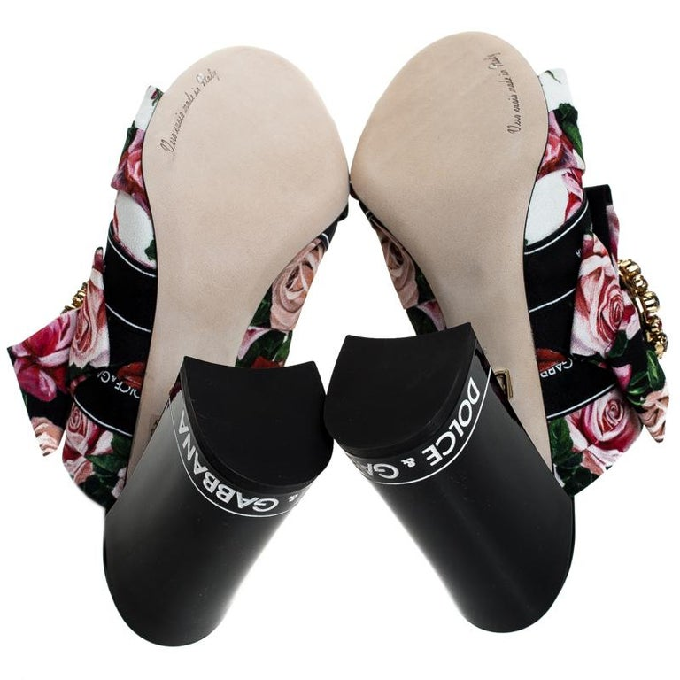Dolce & Gabbana Multicolor Floral Printed Fabric Crystal Bow Mules Size 38 In New Condition For Sale In Dubai, Al Qouz 2