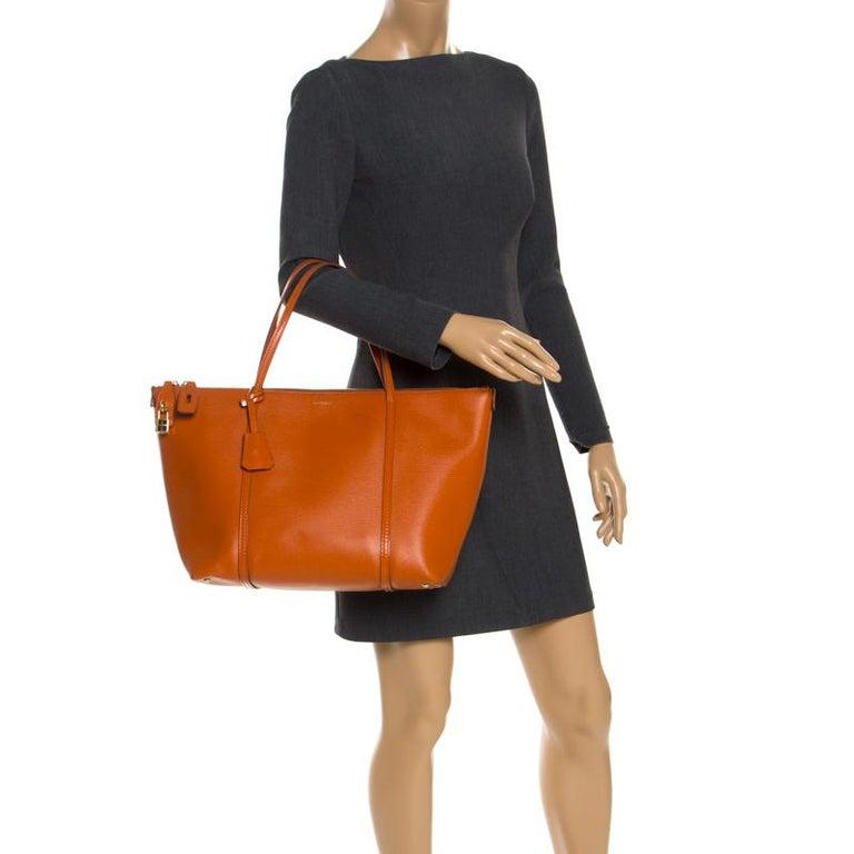 Dolce & Gabbana Orange Leather Escape Shopper Tote In Good Condition For Sale In Dubai, Al Qouz 2