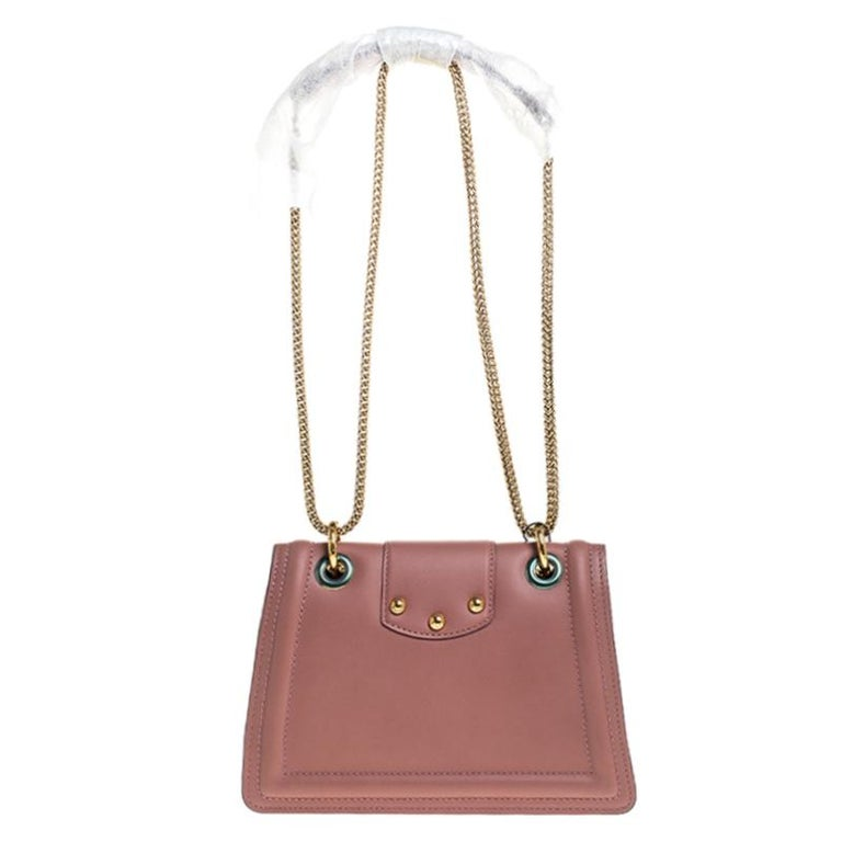 Well-structured and high on style, this DG Amore bag from Dolce & Gabbana deserves to be yours! It has been crafted from pastel pink leather and styled with chain-link shoulder straps. It also comes with gold-tone embellished logo detail on the flap