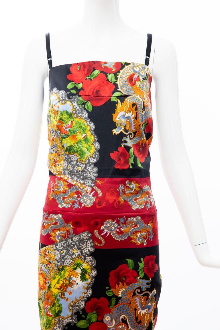Dolce & Gabbana Printed Dragon & Fan Stretch Silk Satin Evening Dress,Circa 1999 In Excellent Condition For Sale In Cincinnati, OH