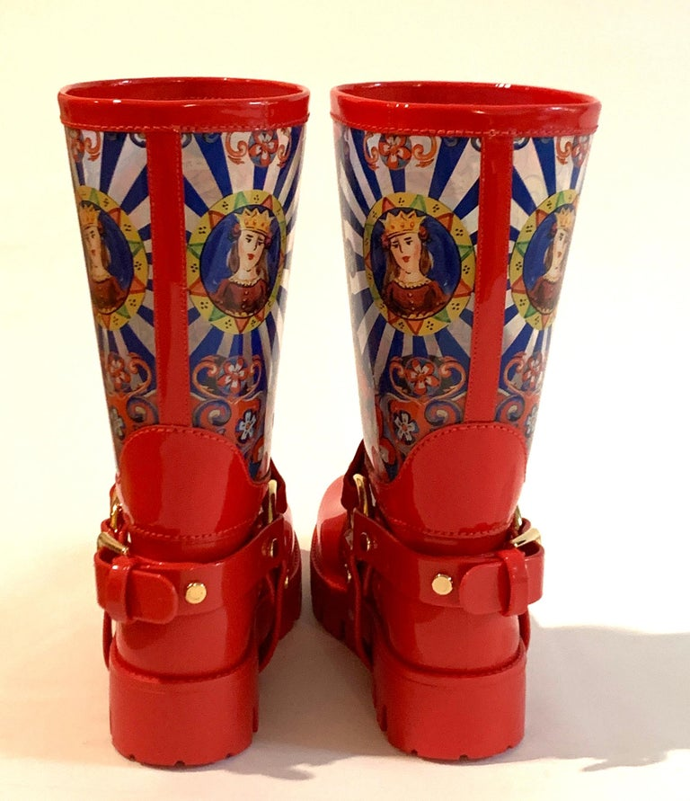Women's Dolce & Gabbana Red Italian Theatre Print Rainboots Wellies Galoshes For Sale