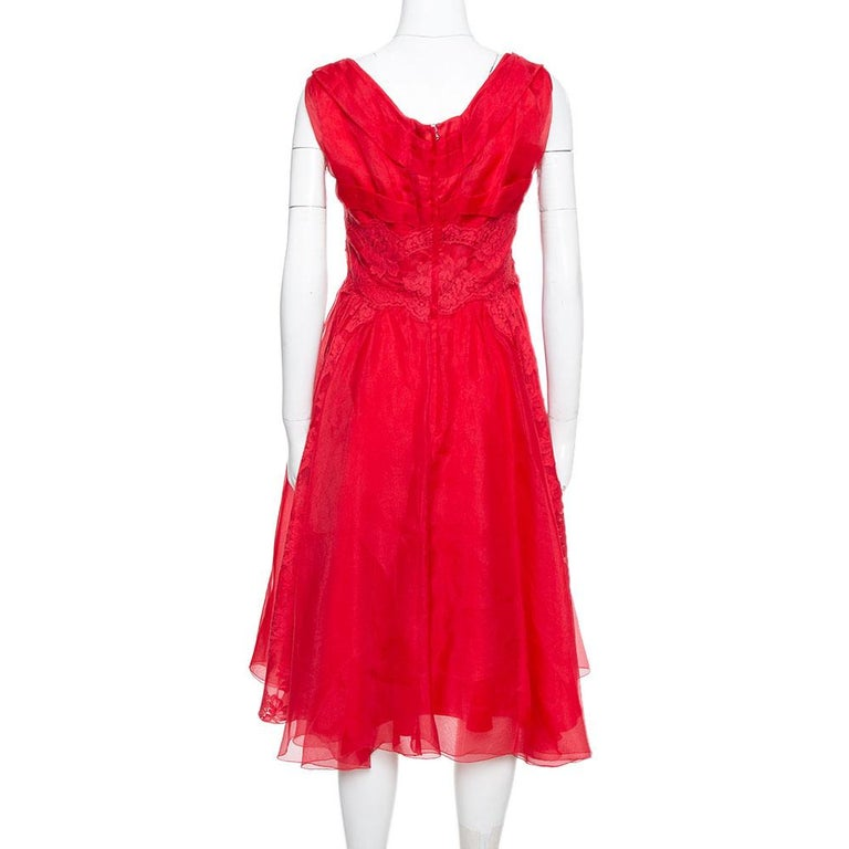 Bring retro back to your collection by teaming this red Dolce & Gabbana dress with oversized sunglasses and wedge heels. This organza dress is a fine example of sophistication blended with charm. It has been designed with lace trims, a scooped