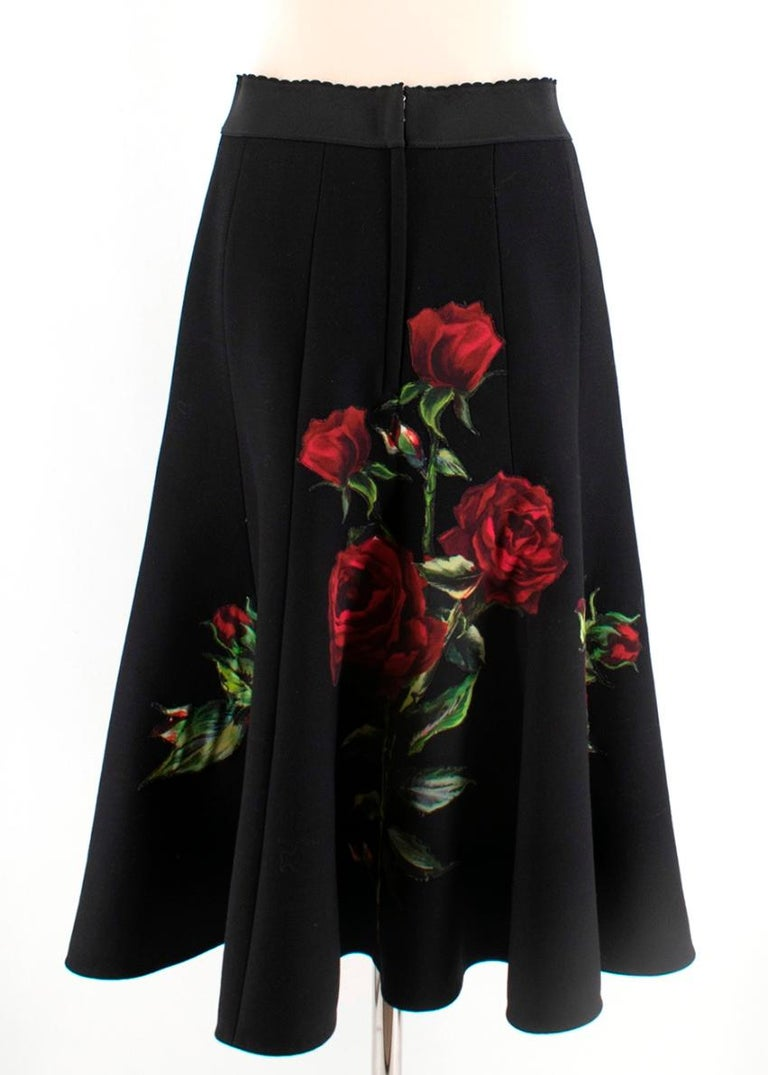 Dolce & Gabbana Rose Print Wool Midi Skirt 44 In Excellent Condition For Sale In London, GB