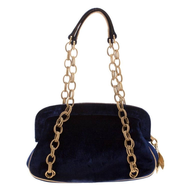 Embraced in royal blue, this Dolce & Gabbana bag is a masterpiece. The shoulder bag has an adorable embroidered detailing at the front that makes the bag look more exquisite. Crafted with velvet, the bag has a zip opening that leads to canvas