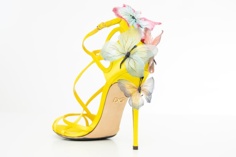 Women's Dolce & Gabbana Runway Yellow Silk Satin Butterfly Appliqué Sandals, Spring 1998 For Sale