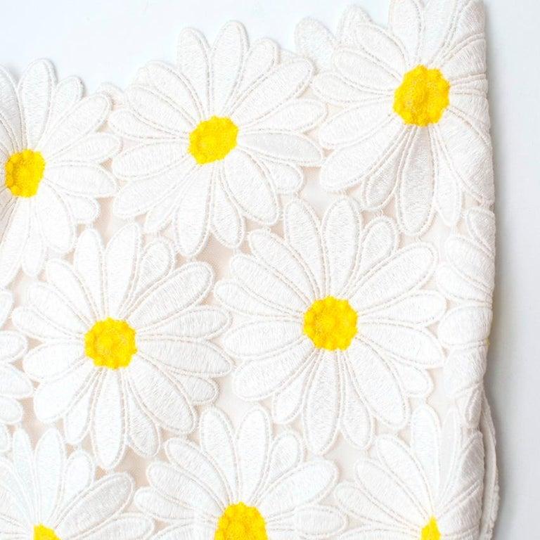 Dolce & Gabbana White Daisy Applique Shorts 44 M For Sale 1