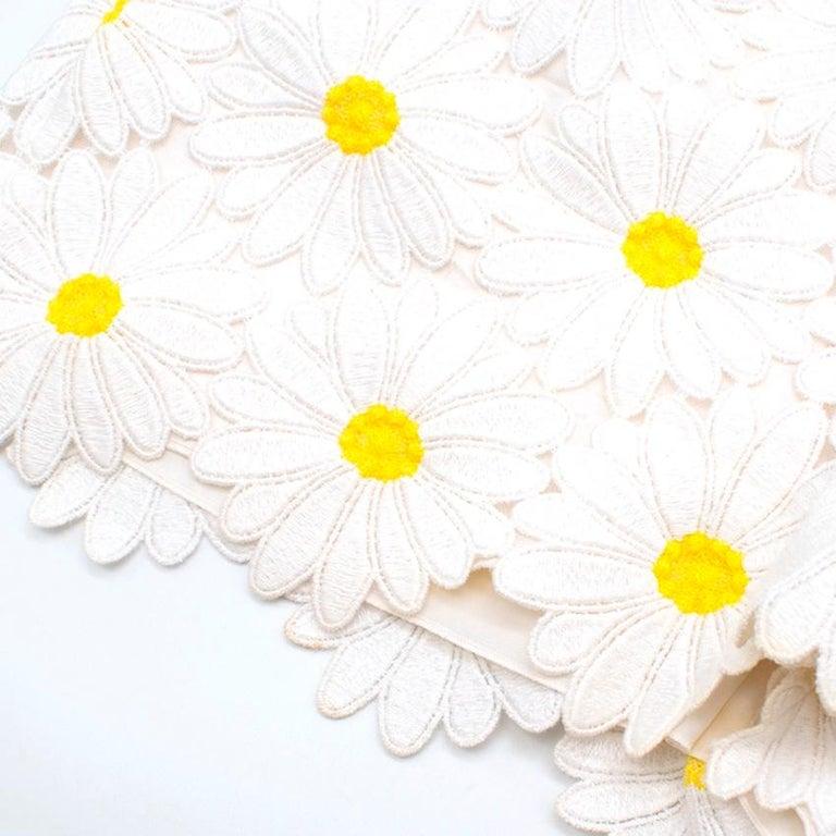 Dolce & Gabbana White Daisy Applique Shorts 44 M For Sale 2