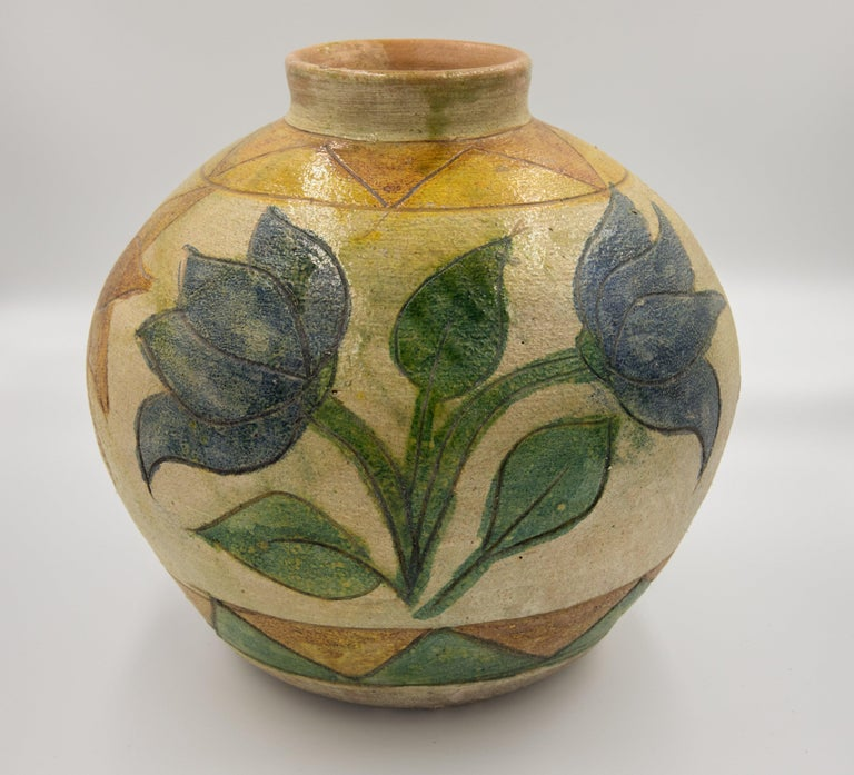 Dolores Porras Enríquez is widely known throughout Mexico and the world for being the creator of a technique rooted in the land of Oaxaca: pottery in natural color, glazed and decorated with floral motifs and colorful animals.   In the early