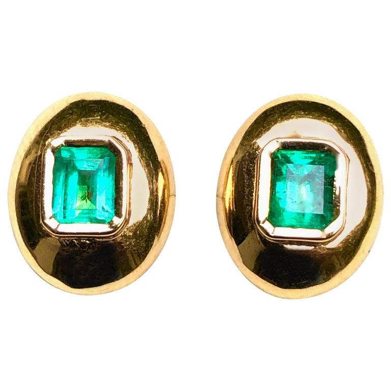 Dome Earrings Colombian Emerald 18 Karat Gold For Sale