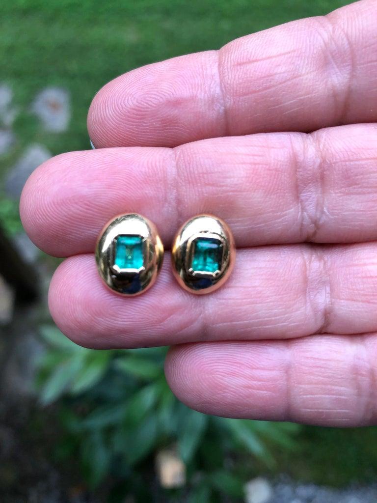 Women's Dome Earrings Colombian Emerald 18 Karat Gold For Sale