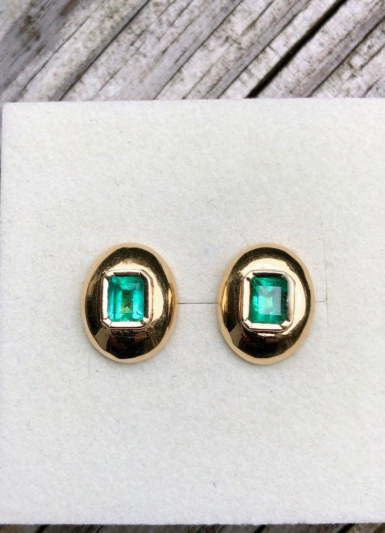 Dome Earrings Colombian Emerald 18 Karat Gold For Sale 1